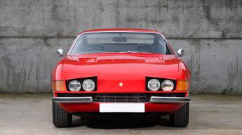 Vedd meg Elton John első Ferrariját