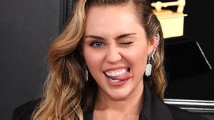 Miley Cyrus kvázi szexelt Kaitlynn Carterrel egy szórakozóhelyen