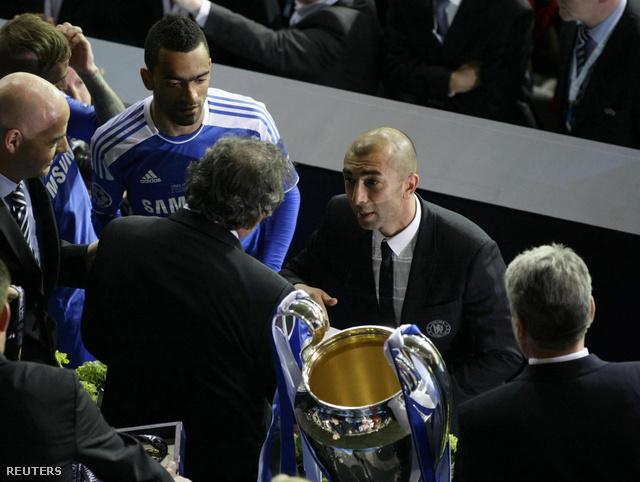 Roberto Di Matteo, aki még januárban segédedző volt a Chelseanél, mellette a portugál Bosingwa