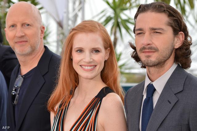 Baloldalt a rendező John Hillcoat valamint Jessica Chastain és Shia LeBoeuf főszereplők