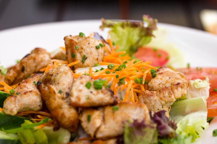 Fűszeres, sült csirkefalatok: sütőben vagy grillen is elkészítheted