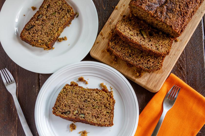 Puha, illatos, cukkinis-fahéjas kevert süti: csak keverj össze mindent