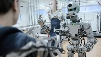 Humanoid robot indult az űrállomásra