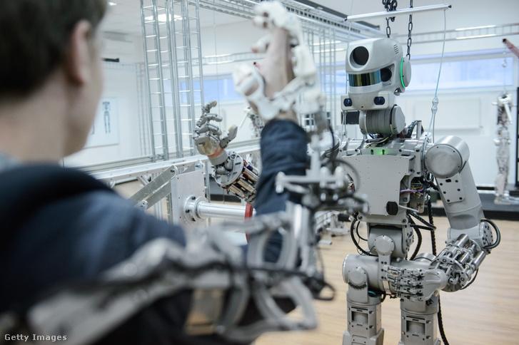A távirányítható Fedor robot, más néven Skybot F-850 az oroszországi Android Technicsnél Magnyitogorszkban 2016. december 7-én