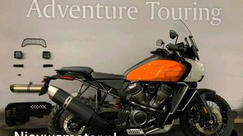Képen a Harley túraendurója és roadstere