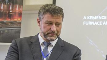 Simonka György tagadja a vádakat, és együttműködik a hatóságokkal