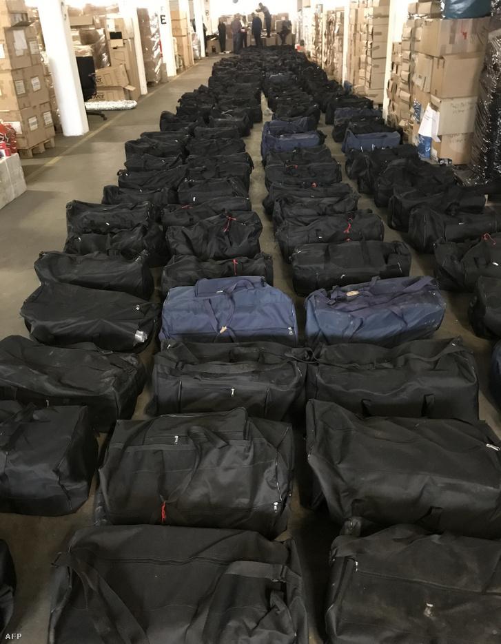 A hamburgi nyomozóhatóságok felvétele a 2019. augusztus 2-án elfogott, 4,5 tonnás kokainszállítmányról