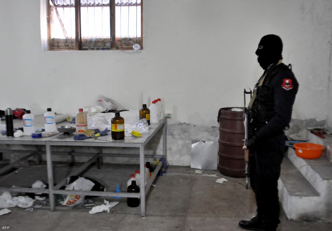 Kokain finomító laboratórium Albániában 2015. január 15-én