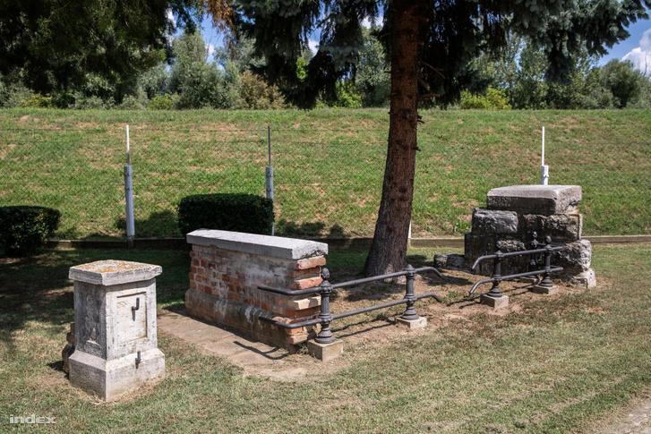 A korabeli árvízvédelmi vonal fennmaradt darabja a szegedi Vízügyi Történeti Emlékhelyen