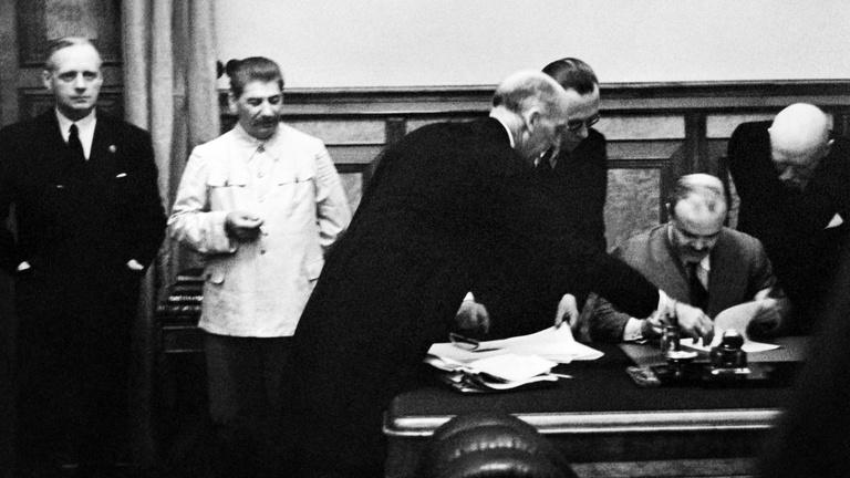 Hitler és Sztálin halálos szövetséget kötött a kicsik ellen