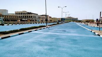 Kékre festett utakkal küzd a forróság ellen Katar