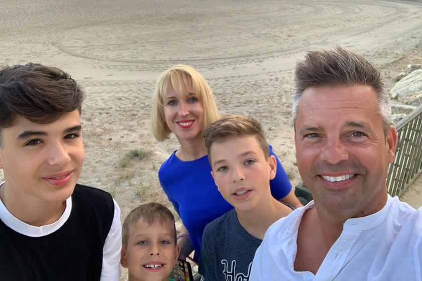 Kovács Lázár és gyönyörű családja Spanyolországban.