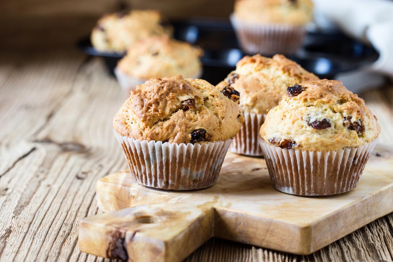kukoricalisztes-mazsolas-muffin
