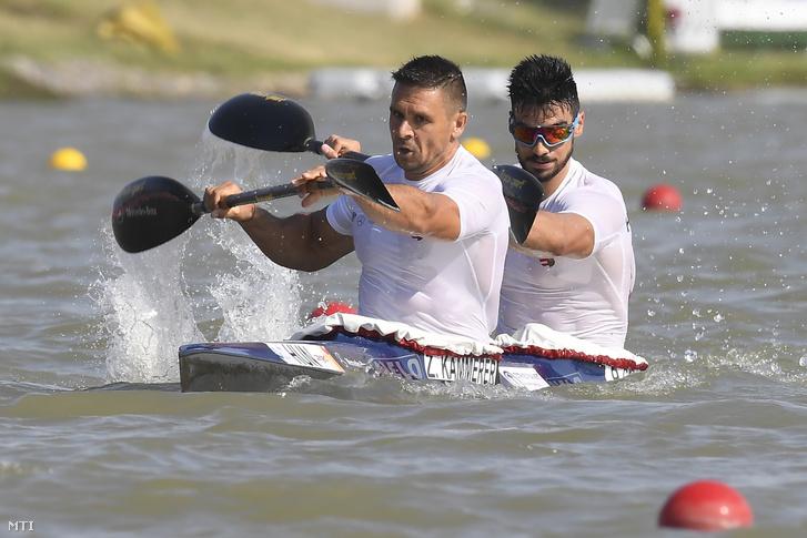 Kammerer Zoltán és Gál Péter a férfi kajak párosok 1000 méteres versenyének előfutamában a szegedi kajak-kenu világbajnokságon 2019. augusztus 23-án.