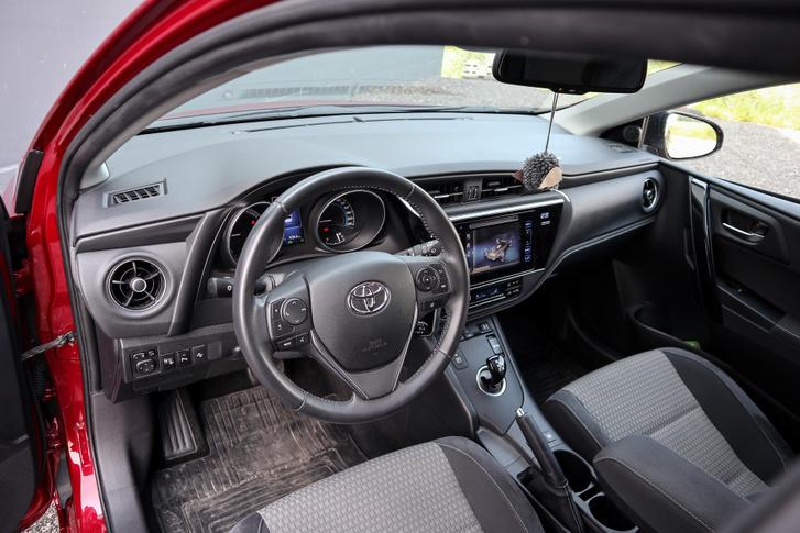 Belül sem olyan ürkompos, mint a Prius, de a környezetet ez sem nagyon érdekli