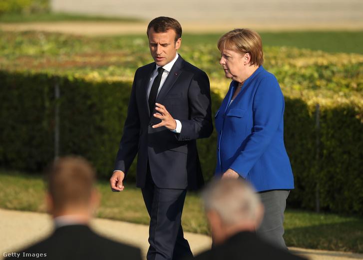 Emmanuel Macron francia elnök és Angela Merkel német kancellár