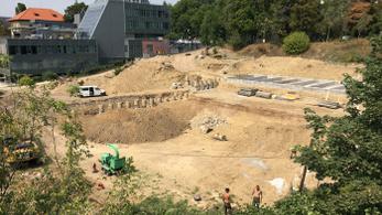 Letarolták a Szent Margit Gimnázium kertjét Szentimrevárosban
