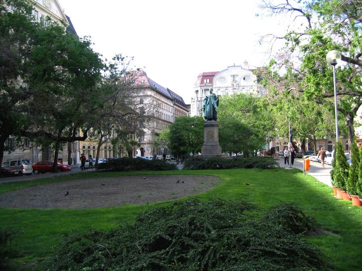 A József nádor tér a felújítás előtt