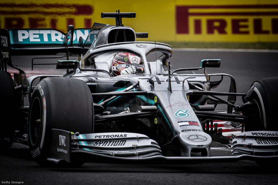 Lewis Hamilton a Mercedes volánja mögött a Magyar Nagydíjon 2019. augusztus 4-én