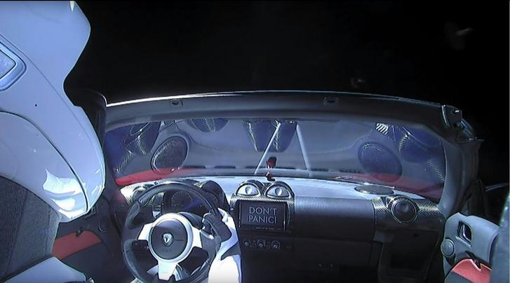 A Roadster beltere a kilövés után nem sokkal. Itt már valószínű minden szerves anyagot szétszedett a sugárzás