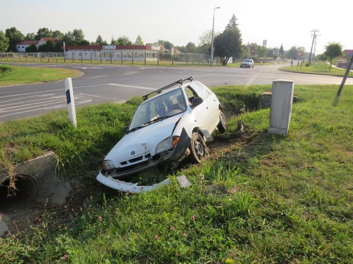 2019. augusztus 23-án, hajnali 5 óra magasságában érkezett bejelentés arról, hogy Barcson, a Mező utca és az Erkel Ferenc utca kereszteződésében egy árokba hajtott személyautó áll. A helyszínre érkező járőrök megállapították, hogy a kocsit az éjszaka folyamán tulajdonították el a belvárosból.
