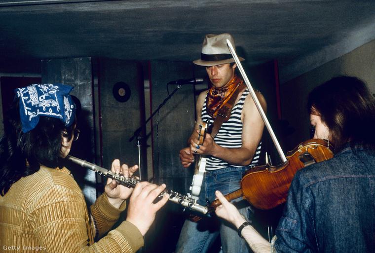 Ez a kép az 1985-ös Aquarium koncertről készült, amit a Leningrad Rock Klubban tartott Borisz Grebensikov