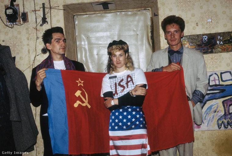 Egy olyan fotóválogatást osztott meg a Getty Images képügynökség Joanna Stingray énekes-színésznőtől, amely a '80-as évek orosz underground rockereit mutatja be