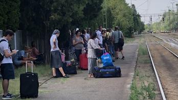 Sokan a határon ragadtak, mert a MÁV nem szólt, hogy melyik vonat indul Budapest felé