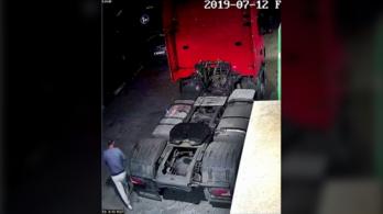 600 litert tankolt egy kamionba, majd fizetés nélkül elhajtott a kútról