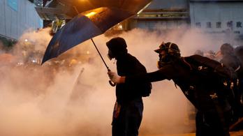 Könnygáz és tégla csapott ismét össze Hongkongban