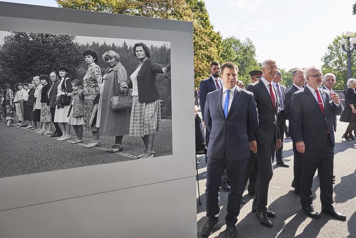 A 3 balti ország miniszterelnöke és a lett köztársasági elnök az 1989-es utcai kiállításon.