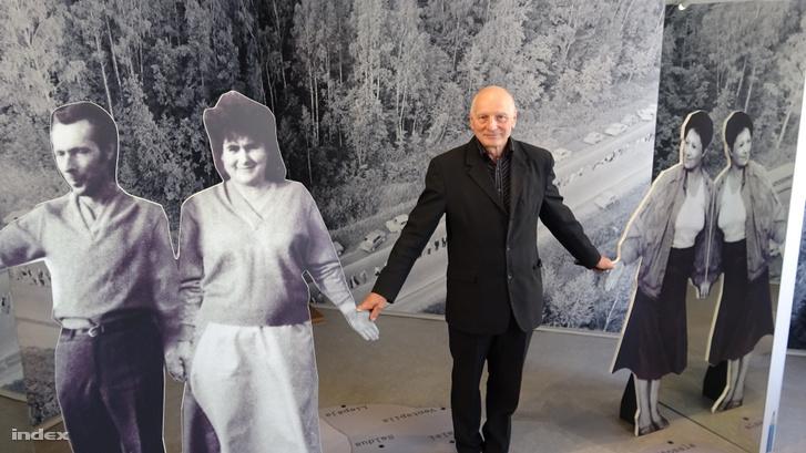 Dainis Ivans, a Lett Népi Front egykori vezetője a mozgalom múzeumában.