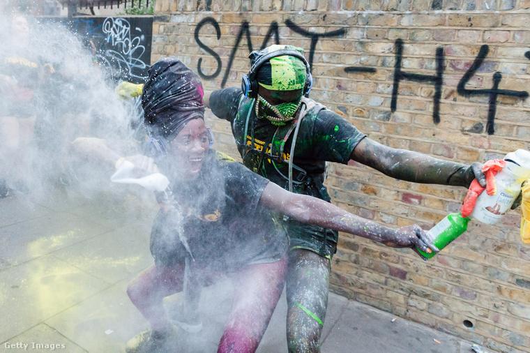 A Notting Hill Carnival ugyanis elsősorban az Egyesült Királyságba Afrikából bevándoroltak ünnepe.