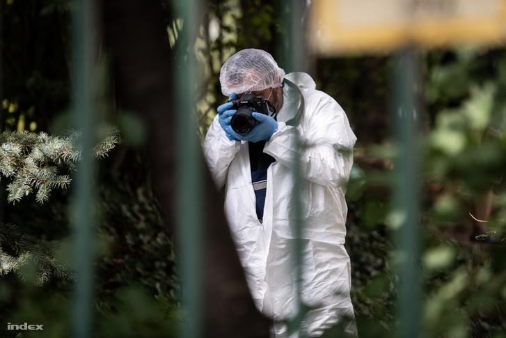 Nyomozó a budapesti Zöldlomb utcai társasháznál 2019. augusztus 23-án