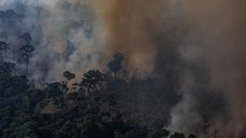 Brazíliában vadászgépek is beszálltak a tűzoltásba