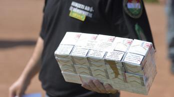 Félmillió szál csempészett cigi fogyott az országban