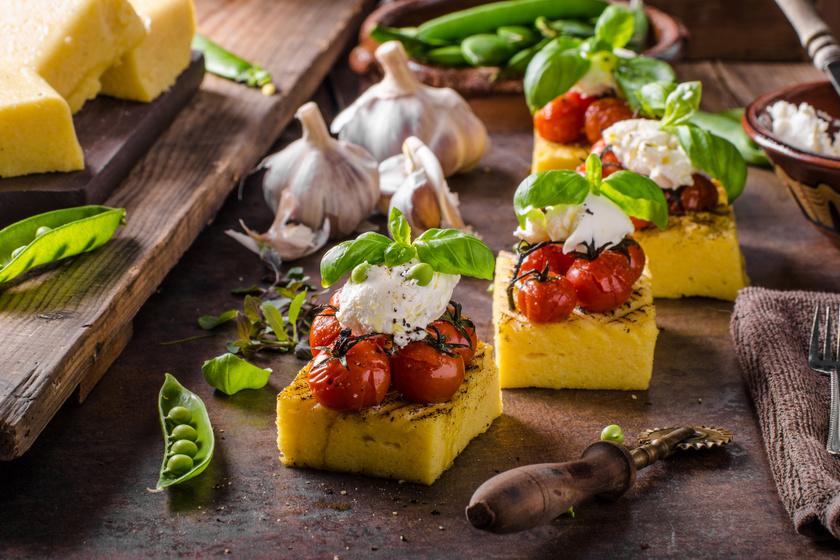 Fetás, paradicsomos polenta grillen sütve, ha unod a sült krumplit