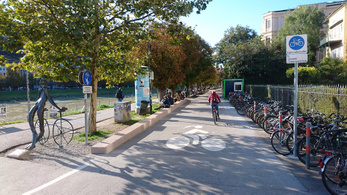 Ha sok a biciklis szabálytalankodó, akkor rosszul tervezték a várost
