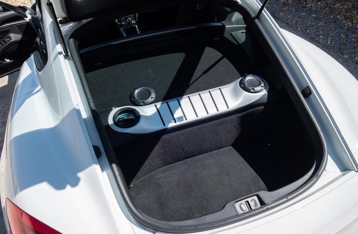 Ki mondta, hogy egy középmotoros autó nem lehet praktikus?