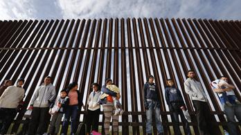 Trump engedélyezné a kiskorú menekültek fogva tartását