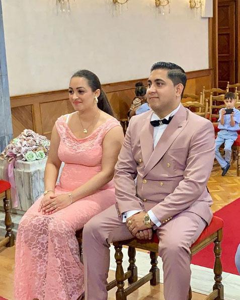 Kis Grófo augusztusban vette el hivatalosan is feleségülTündét. A kép a szertartáson készült.