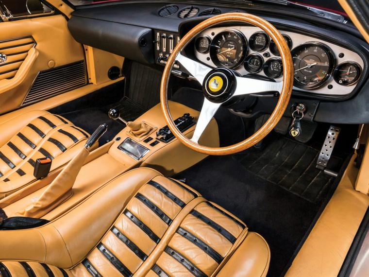 Így modernizálta bevált stílusát 1971-re a Ferrari, s létrehozta a világ talán legotthonosabb belső terét