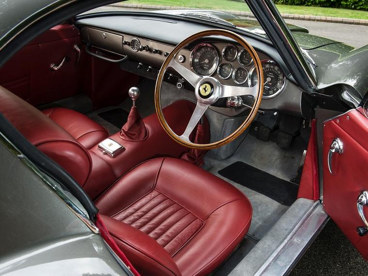 Kevenc autóm, a Ferrari 250 SWB belseje