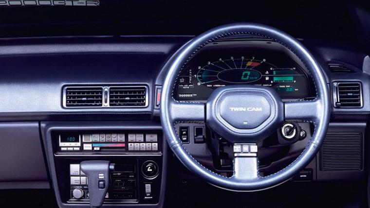 Itt már kicsit lecsengőben volt a digitália, s analógosodtak a formák - egy 1987-es Toyota Celica 2.0 GT-R belsejét látjuk