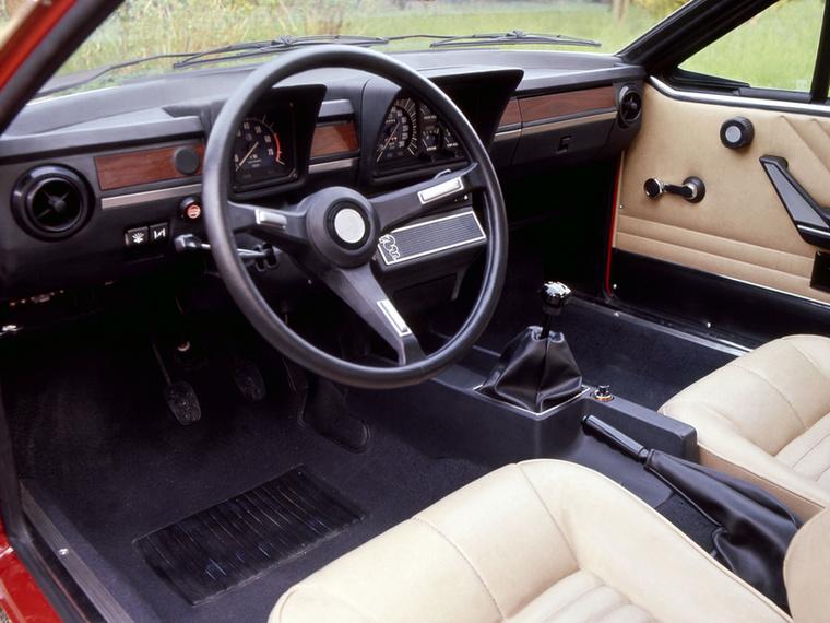 Nem csak a Ferrari, de az Alfa Romeo is unta a vezető elé tett műszercsoportot