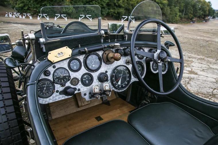 Óraorgia a Bentley Blowerben, ami amúgy egy Le Mans-i 24 órásra felkészített, hatalmas, 4,5 literes, kompresszoros versenyautó volt