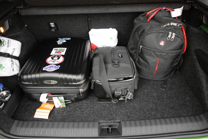 Kabin bőrönd, fotóstáska és egy hátizsák ennyit vesz el a csomagtérből