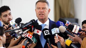 A román államfő megtagadta a kormányátalakítási kérést, bizalmi szavazást akar