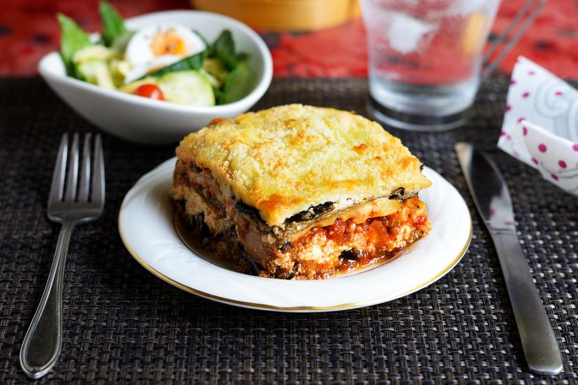 Darált húsos padlizsános lasagne nyúlós sajttal a tetején: ebben szinte nincs szénhidrát