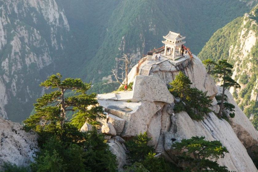 A teaház épülete egykor szintén taoista templom volt, de napjainkra átalakították.